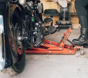 PowerZone 380047 1700 LB Hydraulic Motorcycle//ATV Jack